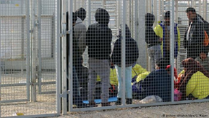 Asylum seekers waiting in Hungarian transit-zone