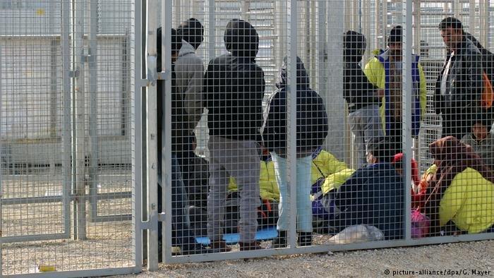 Asylum seekers waiting in Hungarian transit-zone