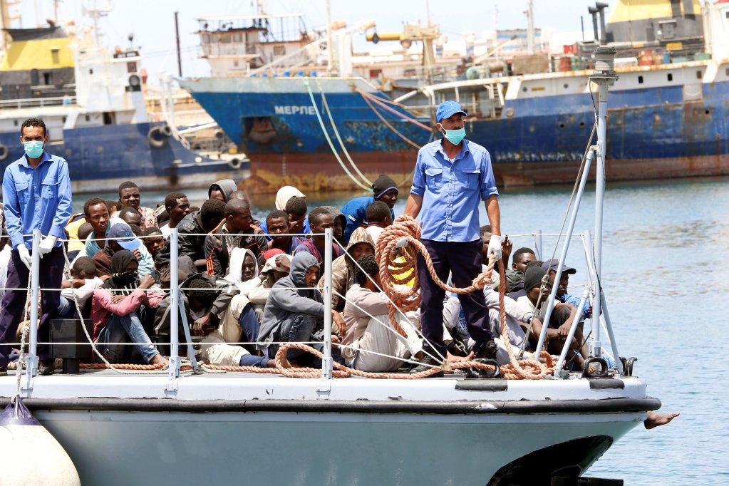 Des migrants interceptés par les garde-côtes libyens sont renvoyés en Libye, le 29 juin 2018. Crédit : Reuters