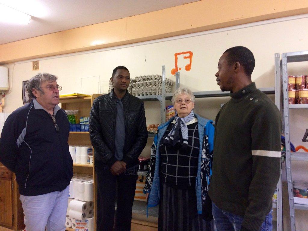 Françoise Forest et Jean-luc Grand gèrent une épicerie solidaire à Peyrelevade, où les migrants viennent d'approvisionner. Crédit : Corinne Binesti