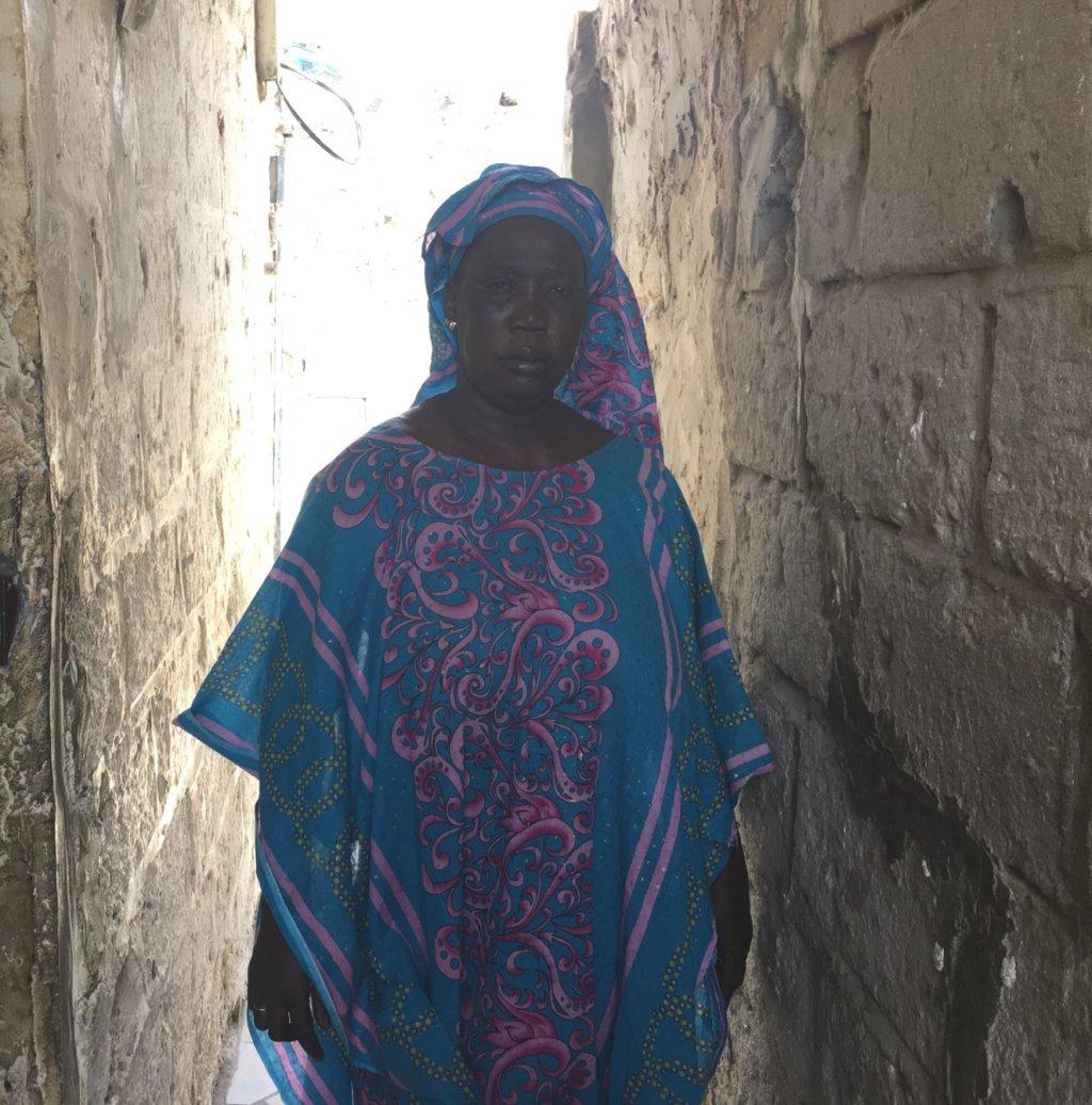 La douleur est encore vive pour Khady, dont le mari a disparu en 2006. Crédit : Leslie Carretero