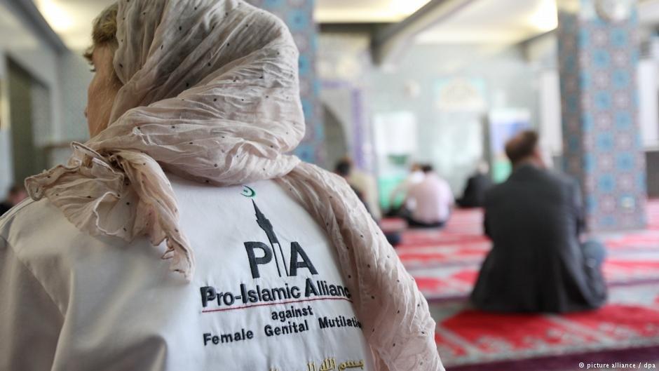 Pro-Islamic Alliance against FGM Annette Nehberg in a mosque in Hamburg