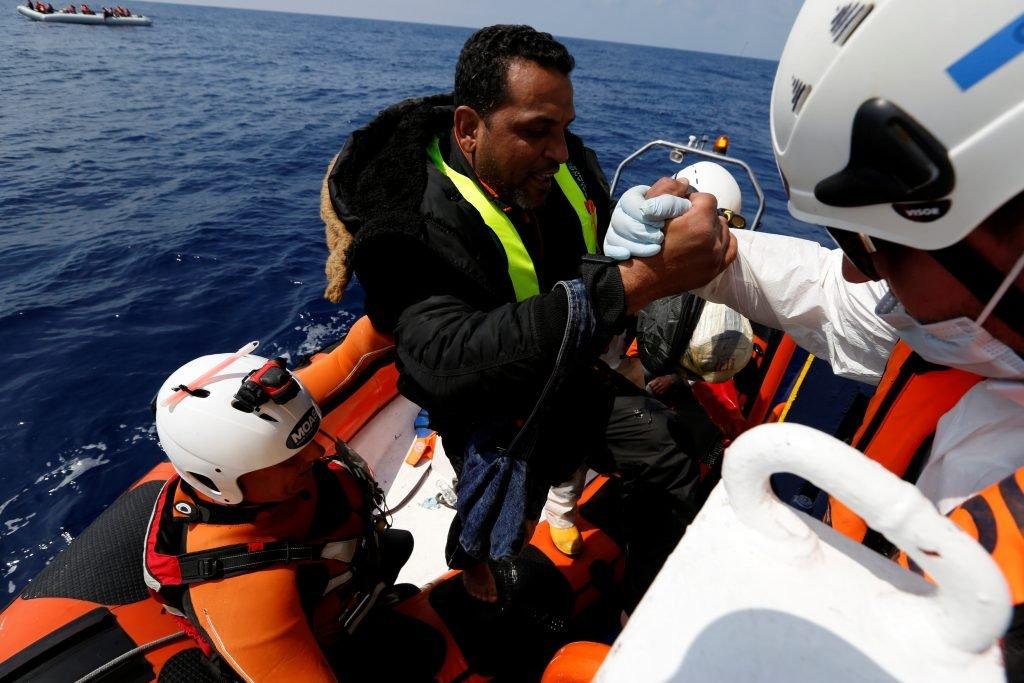 700 personnes ont été secourues en Méditerranée, mercredi 5 avril 2017. Crédit : Reuters / Darrin Zammit Lupi