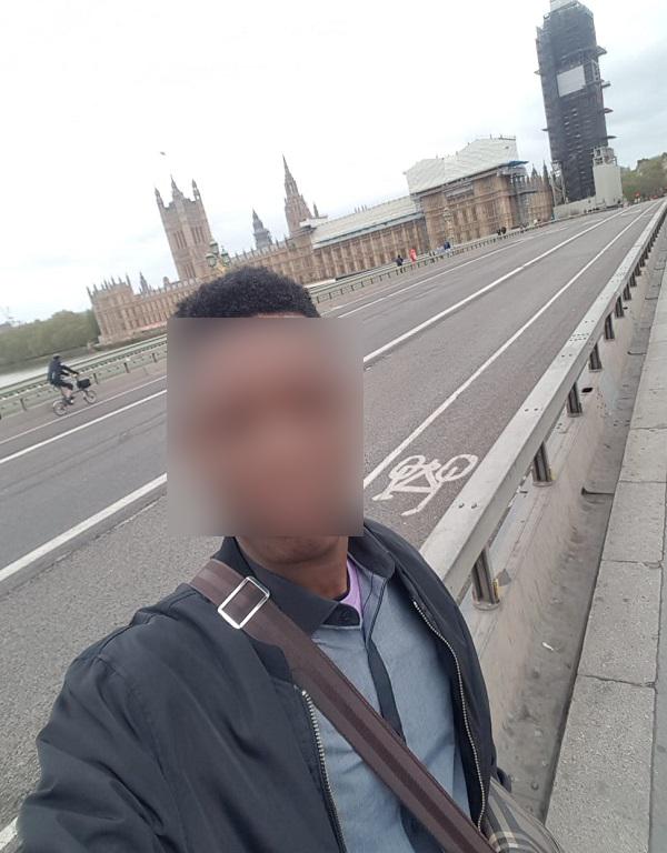 Paul un demandeur dasile dublin devant le parlement anglais  Londres Crdit  InfoMigrants