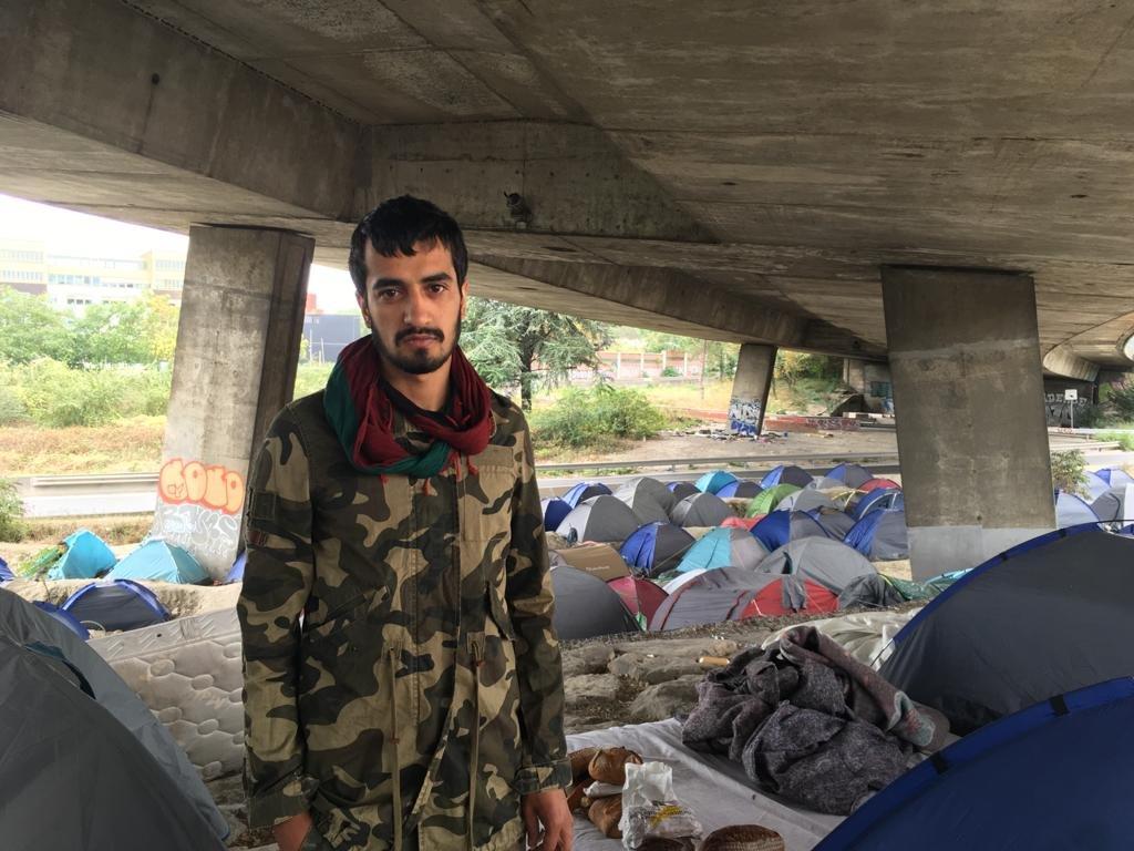 Khan, 23 ans, vit à la rue depuis plus d'un an. Débouté du droit d'asile, il a déposé un recours devant la CNDA. Crédit : InfoMigrants