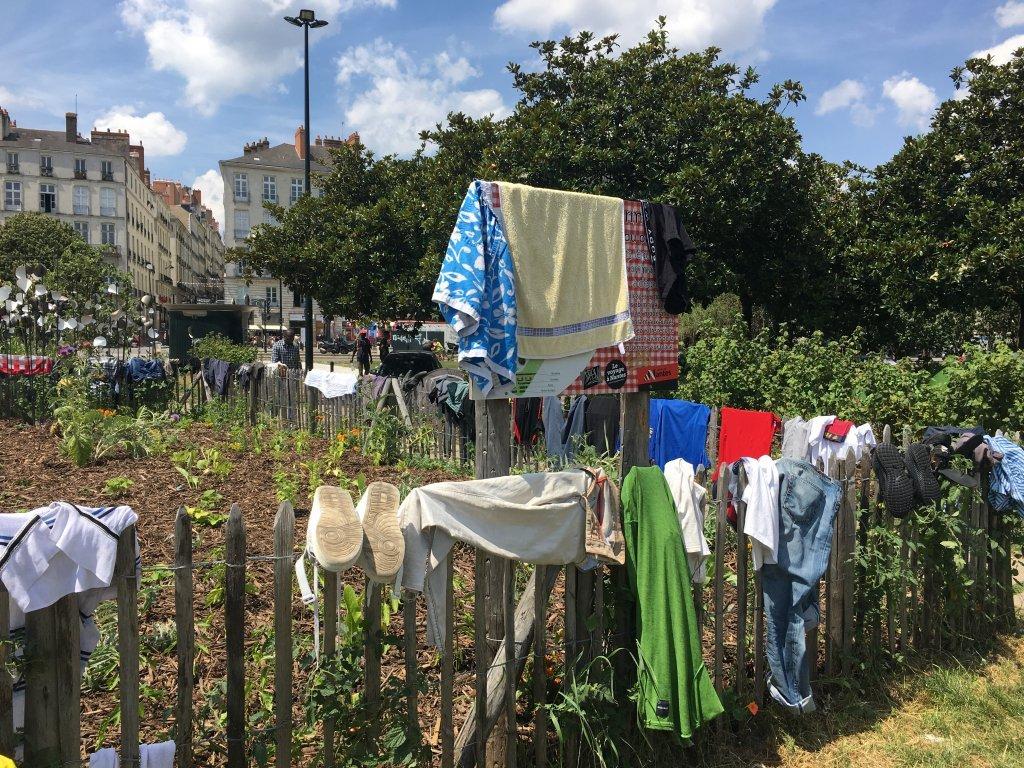 ارشيف - مهاجر نيوز| مئات المهاجرين يعيشون في ساحة دافياي، في وسط مدينة نانت، 13 يوليو/ تموز
