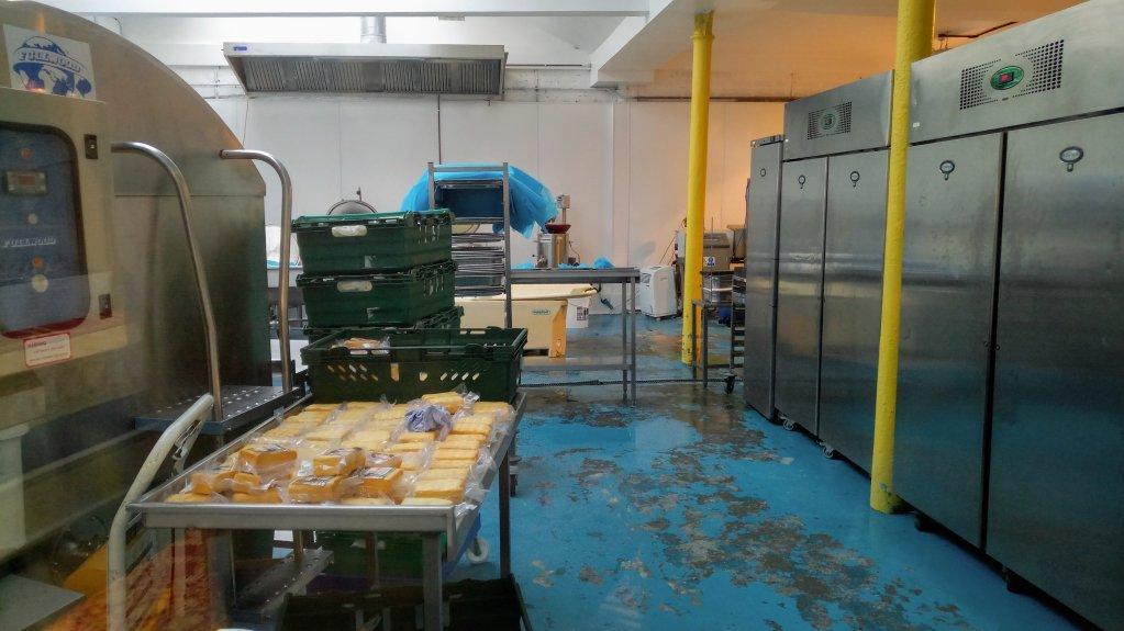 L o la magie opre  des centaines de litres de lait passent chaque jour par la cuisine de la Yorkshire Dama Cheese Company  Crdit  Sertan Sanderson