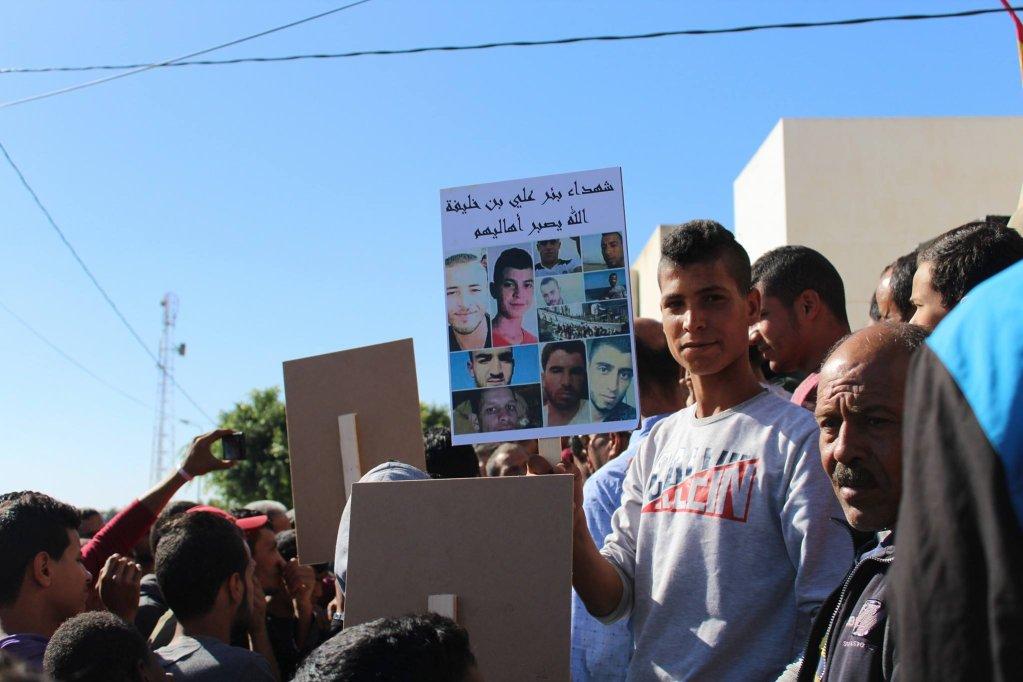 مظاهرة في بئر علي للمطالبة بكشف ملابسات الحادث