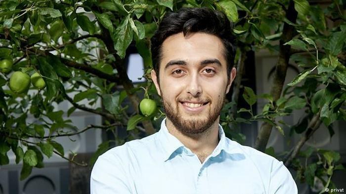 عبدالرحمن عباسی، یکی از پناهجویان سوریایی که عضویت حزب سوسیال دموکرات آلمان را به دست آورده است.