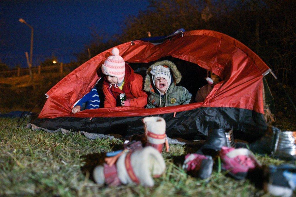 Reda un petit Syrien de un an et demi dort  labri dune tente pour la premire fois en trois jours