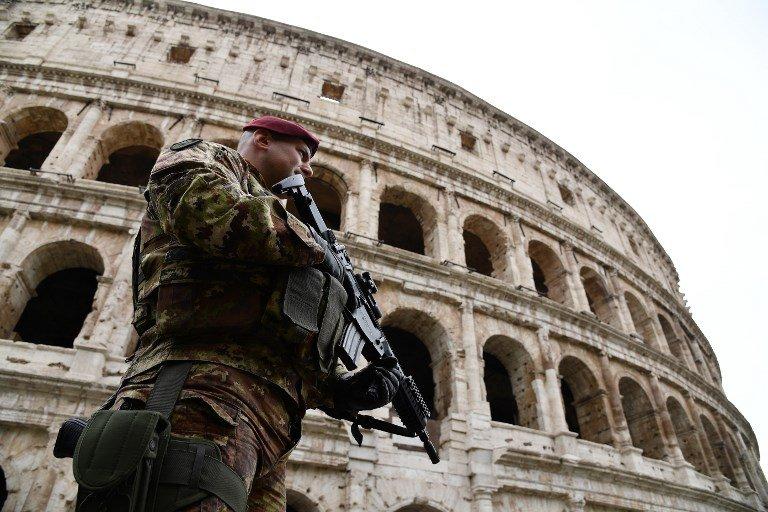 Vincenzo PINTO / AFP |Un militaire italien à Rome, en mars 2017.