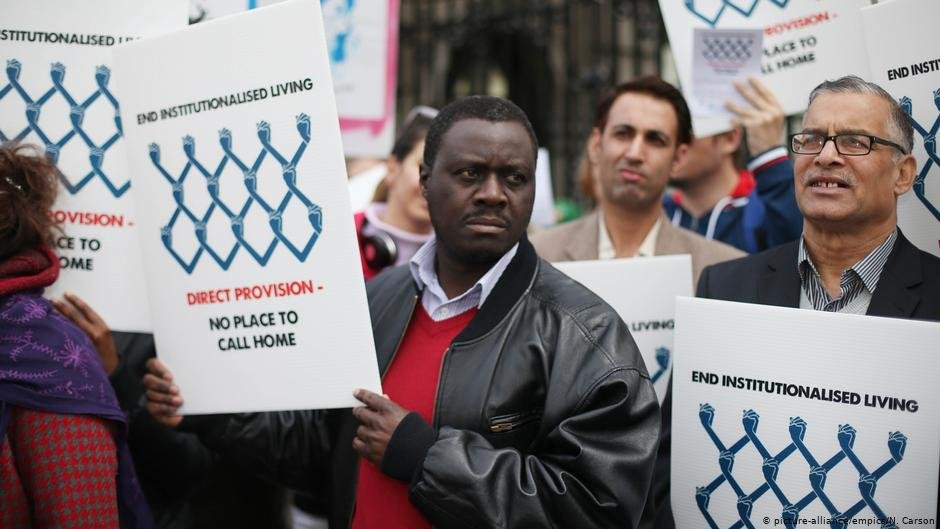 Asylum seekers are joined by supporters in a public rally against Direct Provision Centers, April 23, 2013 | Photo: picture alliance/empics/N. Carson