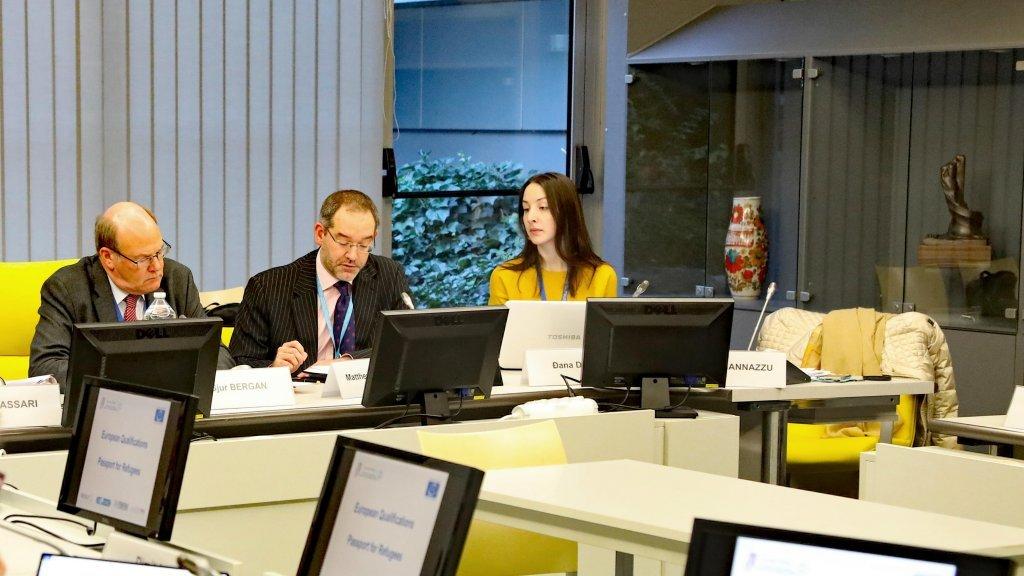 Sjur Bergan (à gauche), chef du Service de l'éducation du Conseil de l'Europe, lors d'une réunion du groupe de coordination du projet
