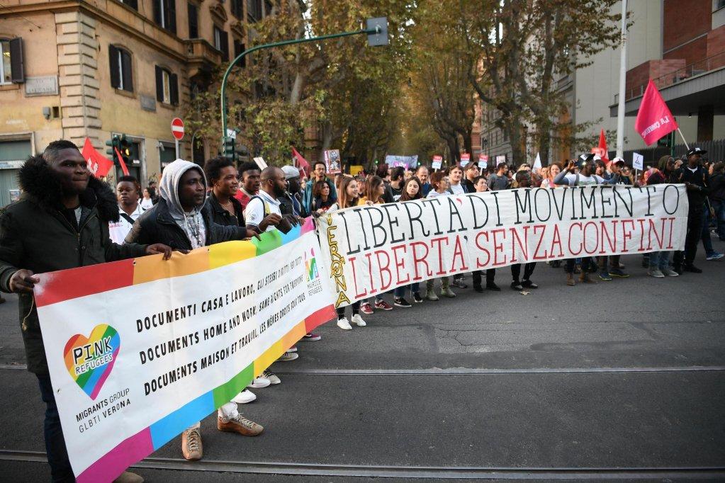 Des milliers de personnes ont manifesté à Rome samedi 10 novembre pour protester contre le décret anti-migrant de Matteo Salvini.