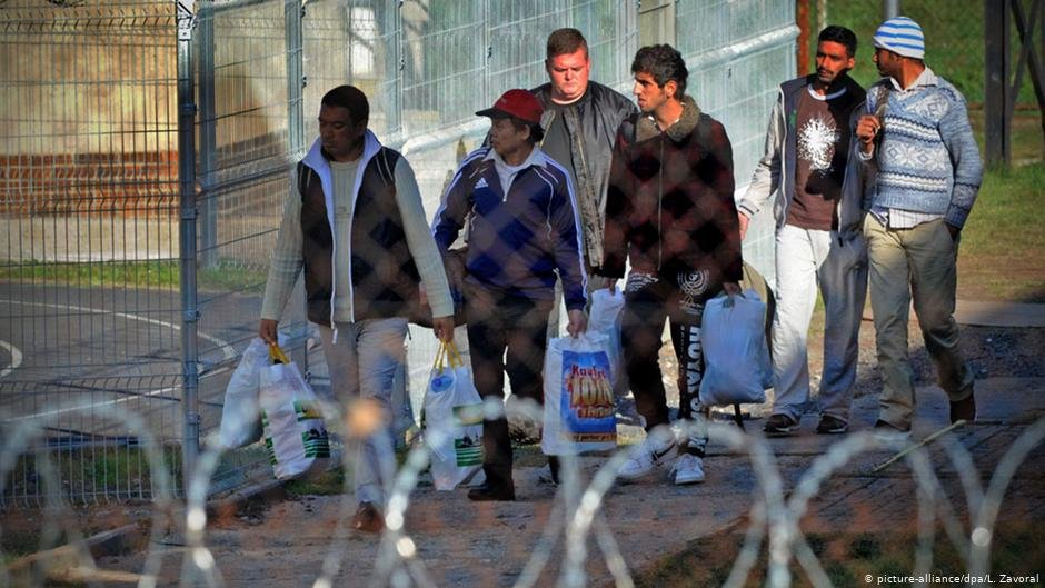 About 80 migrants arrive in the Czech Republic October 2015  Photo picture allianceL Zavoral