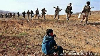 Eritrean soldiers on the Ethiopian border  Photo Picture-alliance  dpa  S Forrest