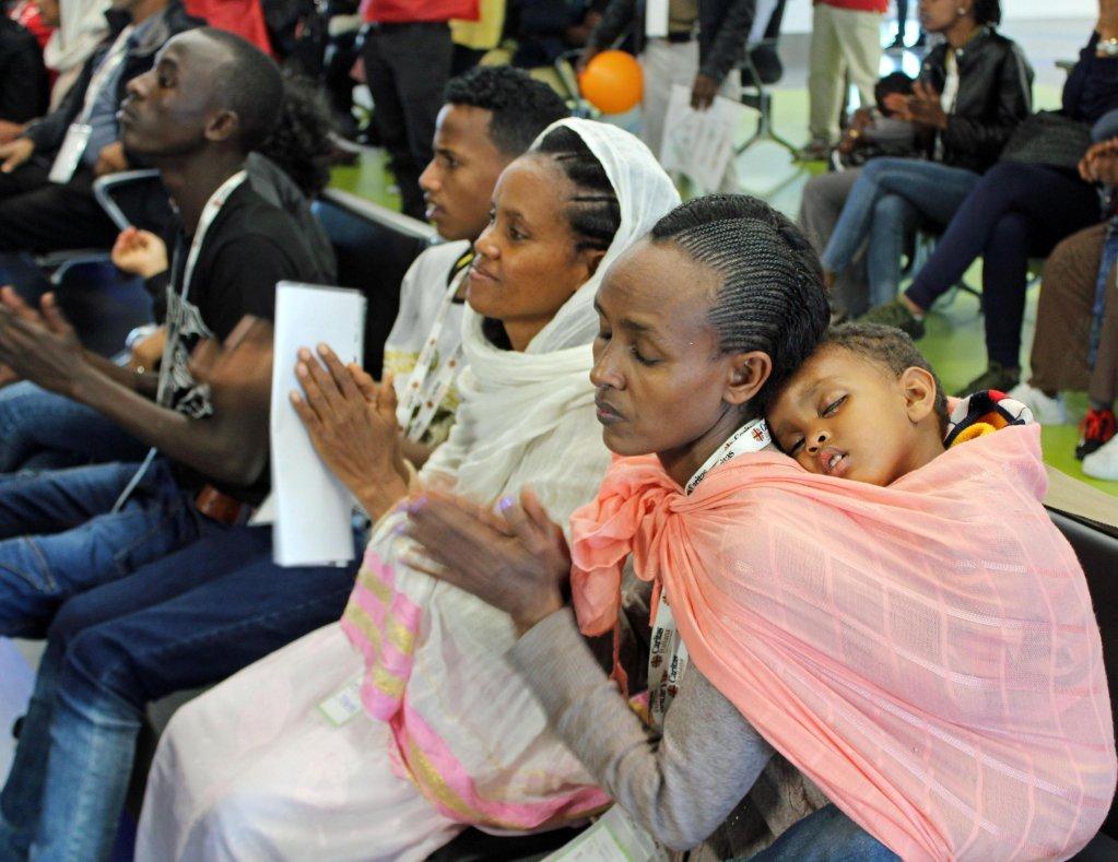 ansa/ 139 إريتريا وصوماليا كانوا لاجئين في مخيمات تيغري في إثيوبيا، لدى وصولهم إلى مطار ليوناردو دافنشي الإيطالي في 27 حزيران/ يونيو الماضي. المصدر: أنسا/ ريدازيوني تيلينيوز