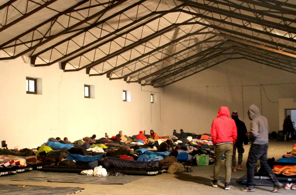 Sleeping on inflatable mattresses on the floor in Blazuj | Source: IOM Bosnia & Herzegovina Facebook site