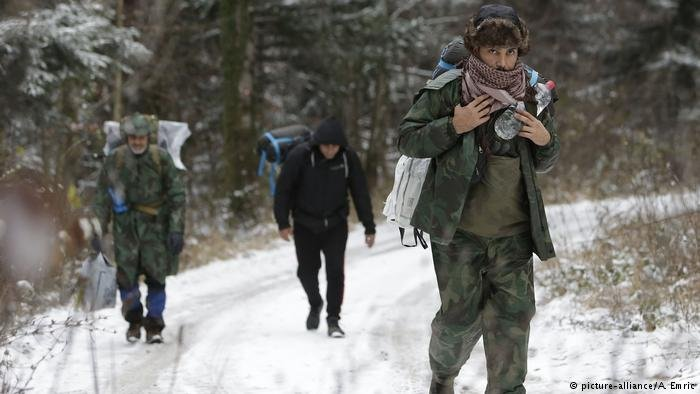 A group of migrants moves through a forest on the Pljesevica Mountain | Photo: Picture-alliance/A.Emric