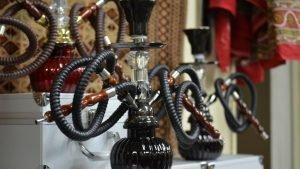 Des narguilés vendus dans la boutique de Reza Jafarizadeh, à Medellin, en Colombie. Crédit : RFI / Najet Benrabaa
