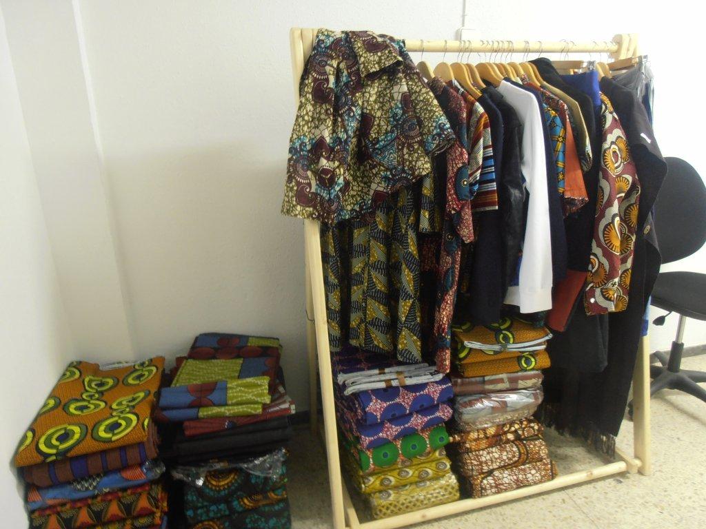 Des vêtements conçus par des migrants sénégalais dans le cadre de l'initiative DiamCoop | Photo : Judit Alonso