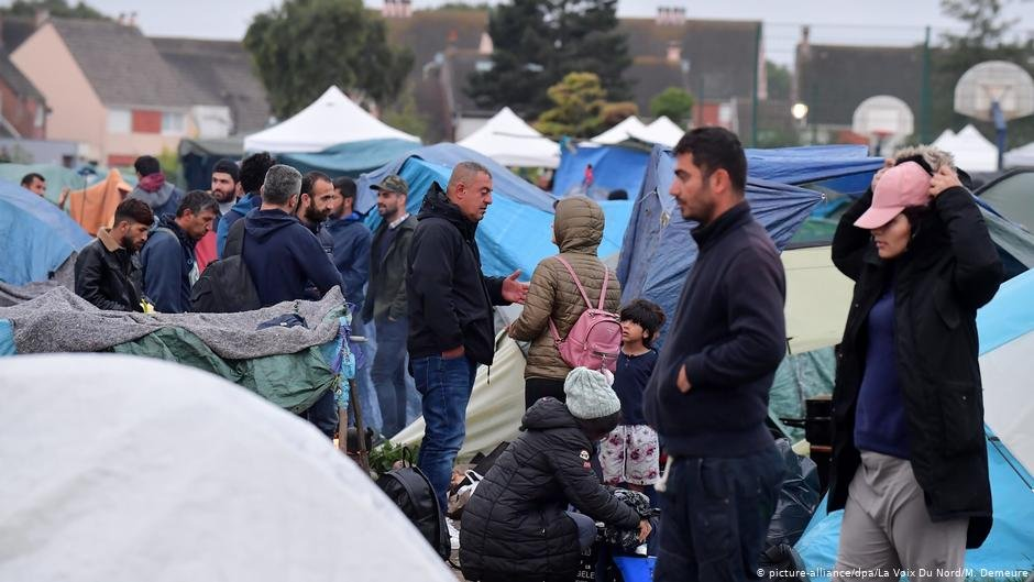 The migrants will be taken to temporary shelters — but authorities fear that future migrants will erect new tent camps in the area | Photo: picture-alliance/La Voix Du Nord/M. Demeure