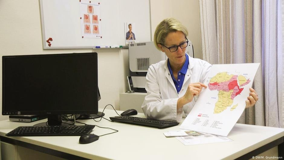 Dr. Strunz provides consultation and medical assistance to FGM victims | Photo: DW/M.Grundmann