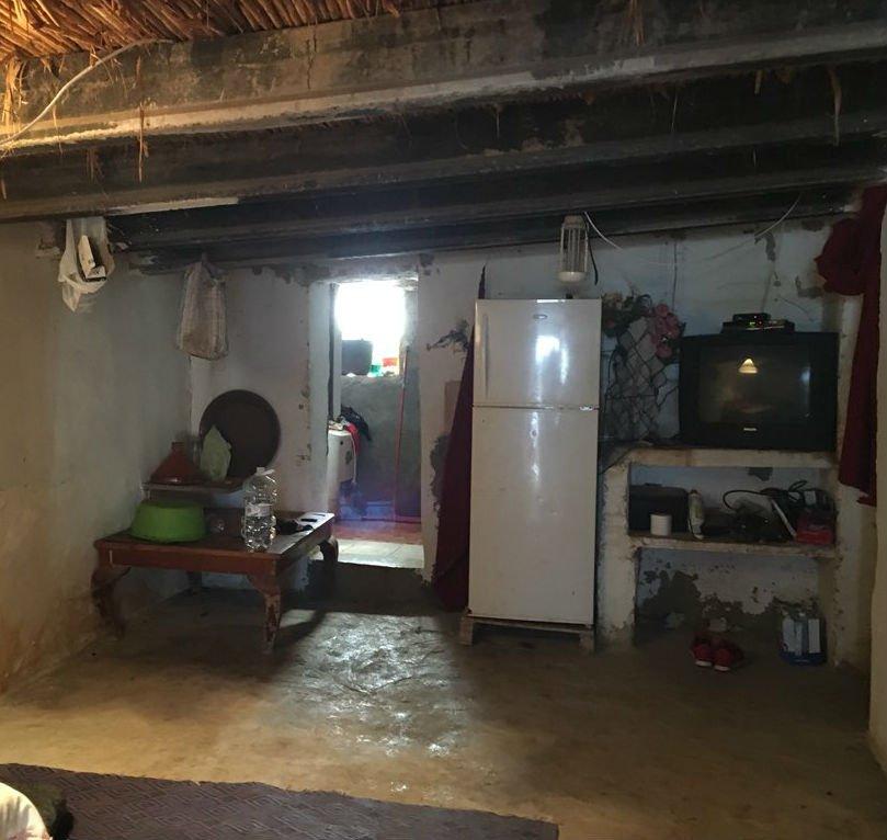 """Les habitants du camp vivent à deux dans la même """"maison"""". Crédit : Boualem Rhoubachi"""