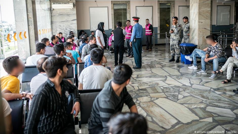 Once they're back in Afghanistan, the deportees wait to receive about €150 as an initial form of financial help | COPYRIGHT: picture-alliance/dpa/M. Kappeler