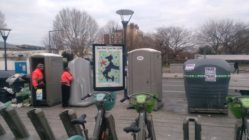 Des toilettes ont été installés sur l'avenue Wilson, jeudi 3 janvier 2019. Crédit : collectif solidarité migrants Wilson