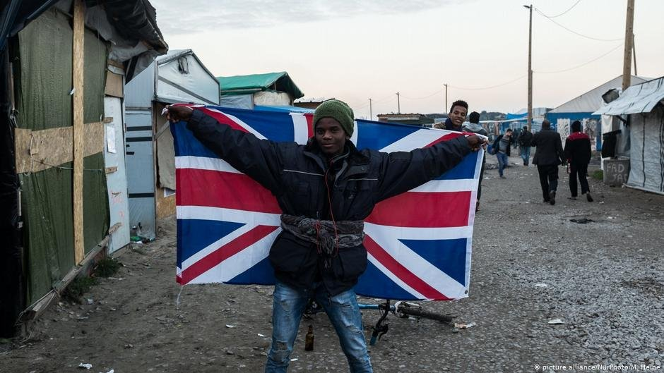 Migrants spend months or even years stuck in northern France in hopes of finding a way to sneak into the UK | COPYRIGHT: picture-alliance/NurPhoto/M. Heine