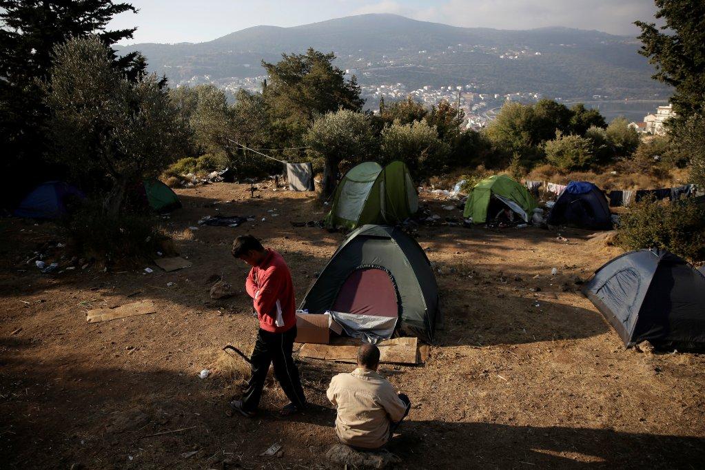 REUTERS/Costas Baltas |Des migrants dans un camp improvisé sur l'île de Samos, en Grèce, le 20 octobre 2017.