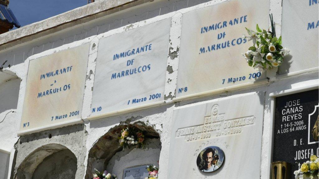 قبور مهاجرين مجهولي الهوية في مقبرة طريفة. دافيد جورميزانو