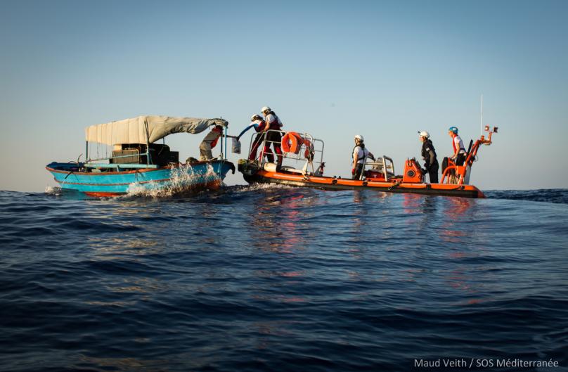 Opération de sauvetage de l'Aquarius, le 23 septembre, en mer Méditerranée. Crédit : Maud Veith/SOS Méditerranée