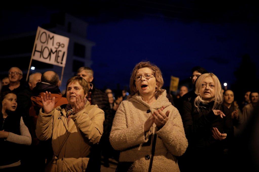 Plusieurs centaines d'habitants de la petite ville de Bihac ont manifesté le 15 novembre pour demander la fermeture des centres d'hébergement pour migrants. Crédit : Reuters