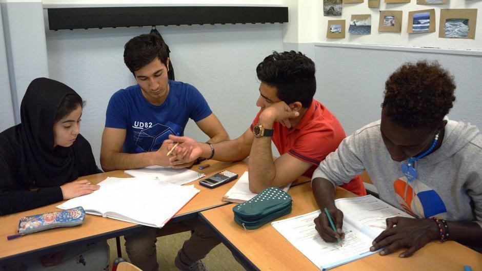 پناهجویان در حال آموزش زبان آلمانی