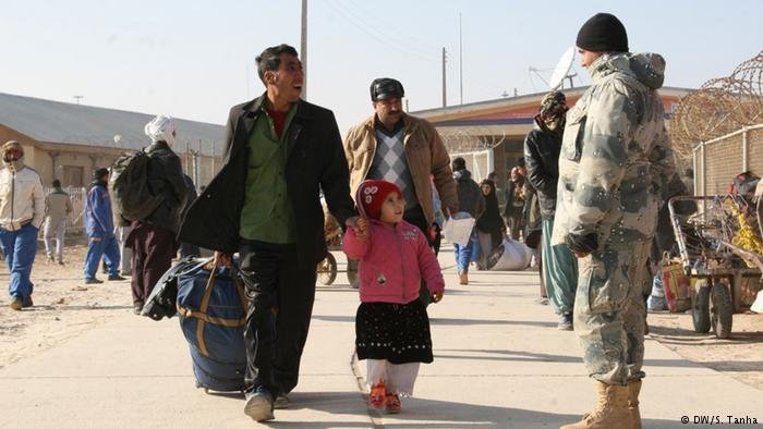 Afghan refugees return from Iran