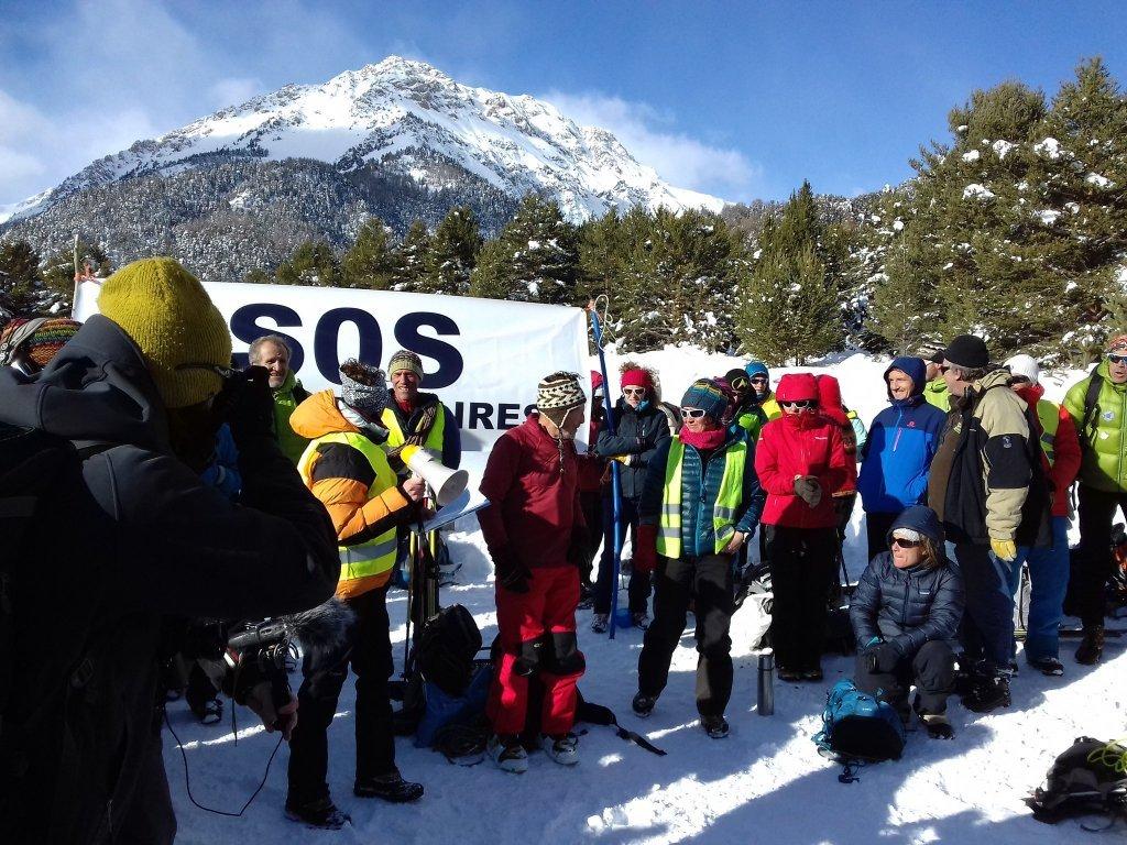 راهپیمایی زنجیره ای کوهنوردان فرانسوردی در ماه دسامبر 2016 در کوتل اِشل در مرز فرانسه و ایتالیا. عکس از Cimade.