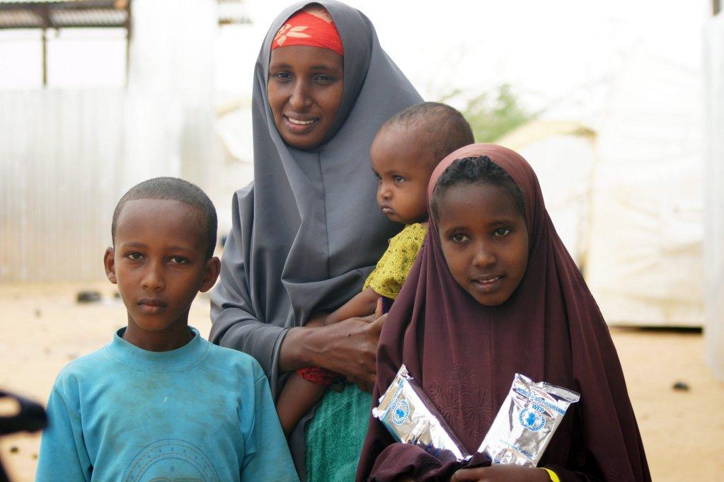 """ansa /أطفال مشردون في مخيم للاجئين في دولو أدو بإثيوبيا. المصدر: صورة أرشيف/ """"إي بي إيه""""/ كارولا فرينتزن."""