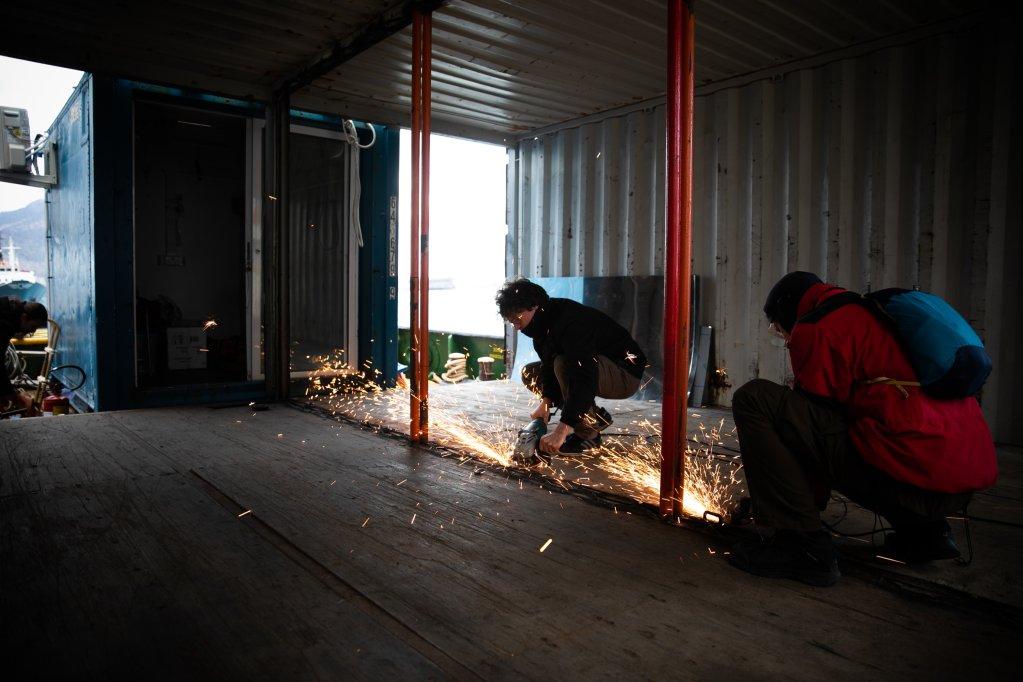 Preparations on the Mare Jonio | Photo: Marta Buso