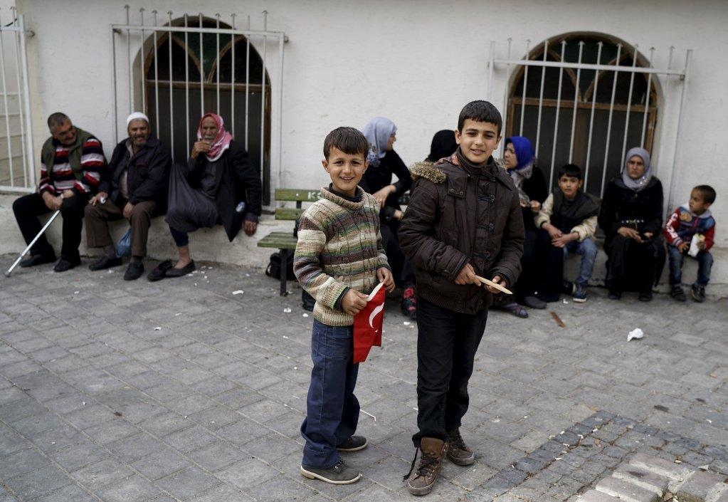 Des réfugiés syriens dans le quartier de Basmane, à Izmir (Turquie). Crédit : Reuters/Umit Bektas