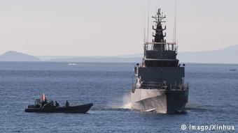 گارد ساحلی یونان یک گروهی از پناهجویان را به دست آورد. Picture Imago