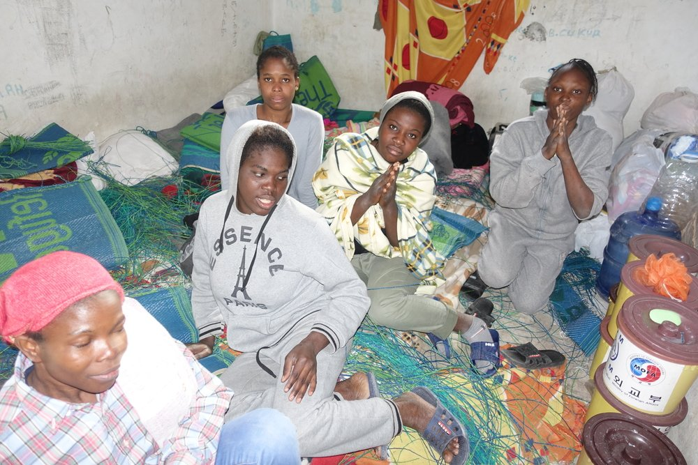 39 femmes sont coincées dans ce centre de détention situé entre Misrata et Tripoli depuis un mois, privées de contact avec l'extérieur et avec leurs familles. © Tankred Stoebe/MSF
