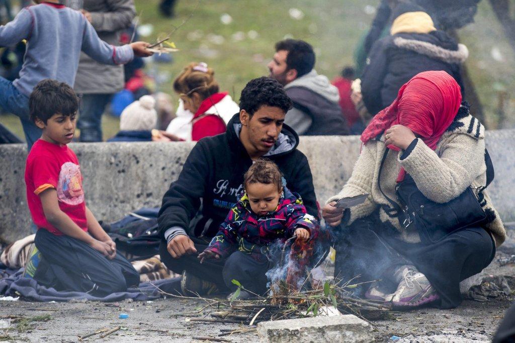 Family sitting on the ground at the Slovenian-Austrian border in Spielfeld, Austria | ANSA Archive