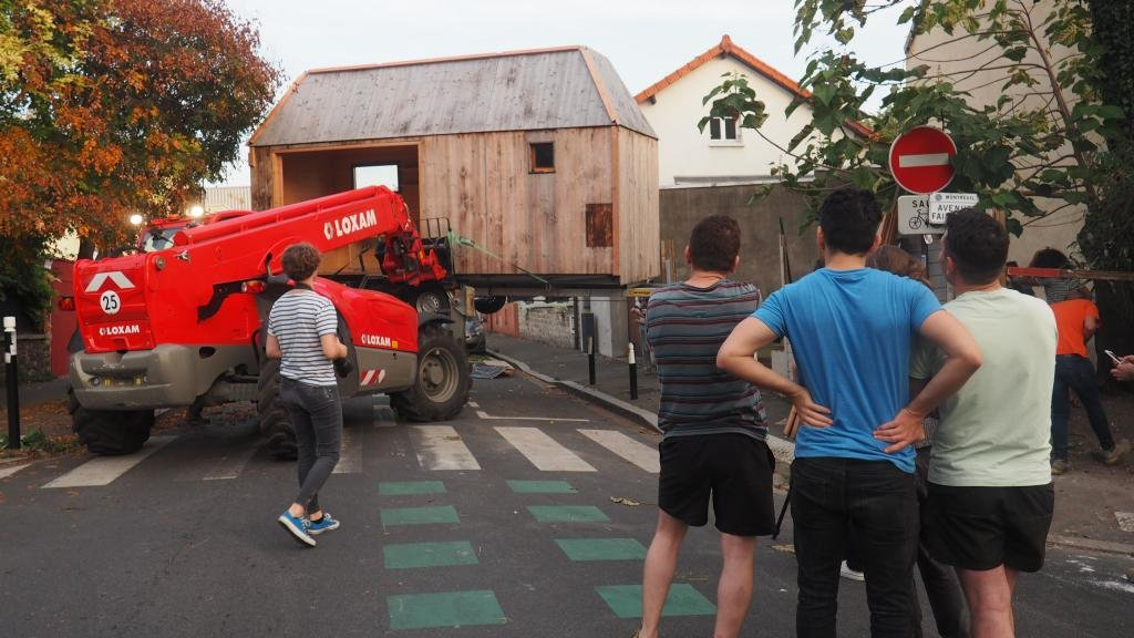 Livraison de la tiny-house  Montreuil Crdit  Quatorze  Mat Pinchon