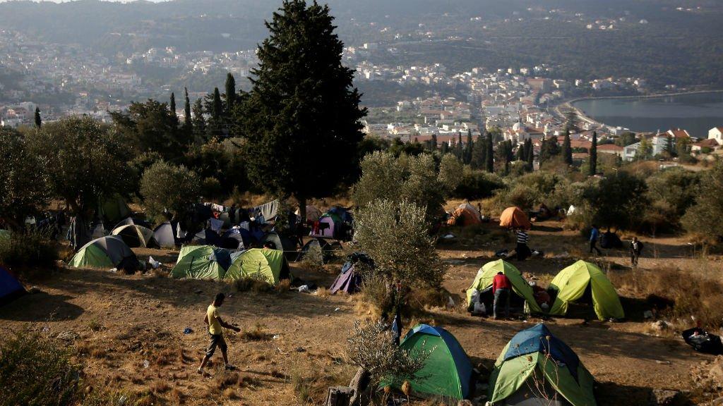 Sur l'île de Samos, les réfugiés et demandeurs d'asile sont obligés de planter des tentes dans les forêts, le camps de migrants étant saturé. Crédits : Reuters/Costas Baltas