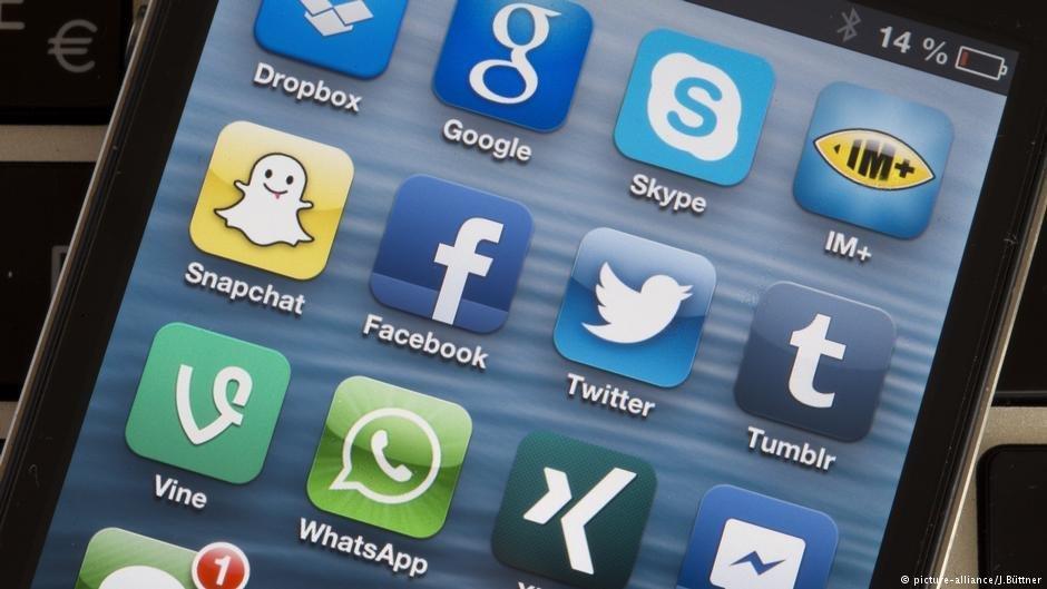 Les rfugis sont moins susceptibles que les autres davoir un smartphone mais pour ceux qui en ont un les applications de messagerie et les mdias sociaux sont presque aussi utiles que la nourriture et le fait davoir un logement