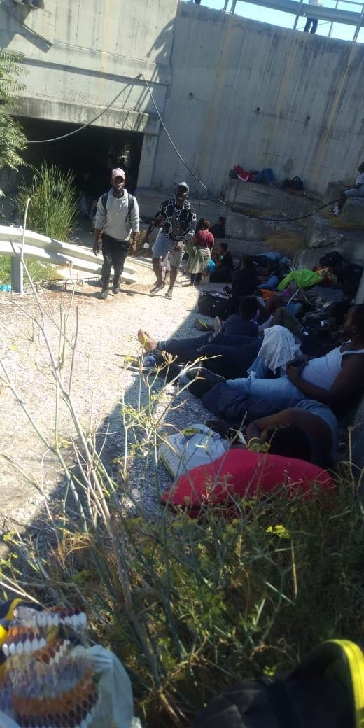 Thousands of migrants spent the night in the street Crdit DR