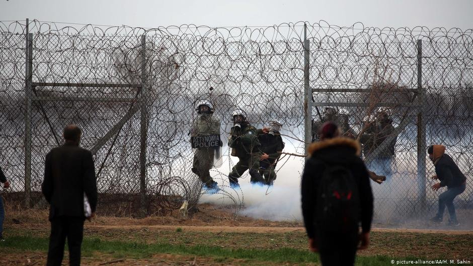 Several migrants were injured and hospitalized after Greek security forces opened fire on those waiting at its border to cross into Europe   Photo: Picture-alliance/AA./H.M.Sahin