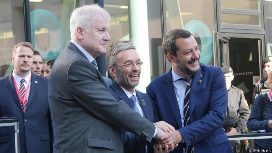 Seehofer (L), Austrian Interior Minister Kickl and Italian Interior Minister Salvini have taken similar hard-line positions on migration, but bilateral agreements remain elusive